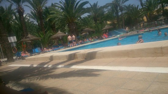 Hôtel Kanta: swimming pool area