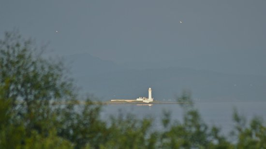 Isle of Mull Hotel & Spa: Lismore Lighthouse, viewed from the bar / garden area