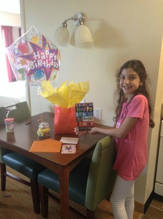 Residence Inn Chicago Bloomingdale: Birthday present from hotel staff !!!