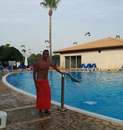 Blau Colonia Sant Jordi Resort & Spa : una piscina...con spa all'interno