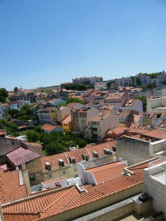 Hotel NH Collection Lisboa Liberdade : view from the pool area