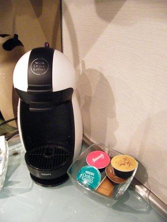 Hotel NH Collection Lisboa Liberdade : coffee maker