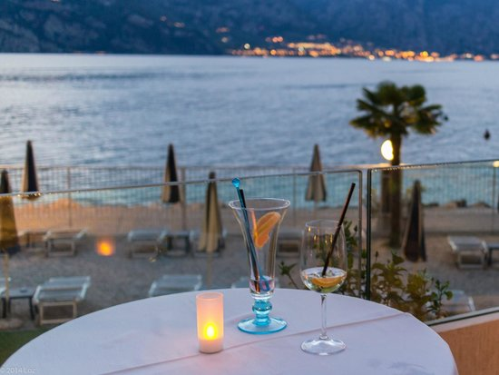 Hotel Castello Lake Front: Drinks on the terrace