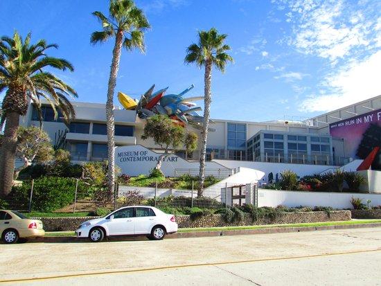 Museum of Contemporary Art San Diego : Fica na beira da praia de La Jolla