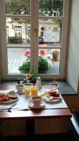 Suite Hotel 900 m zur Oper: Nuestro desayuno