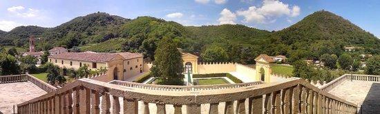 Villa dei Vescovi: Panoramica Cortile