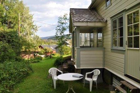 Furulund Pensjonat: Appartement aan de achterzijde met tuin met zitje