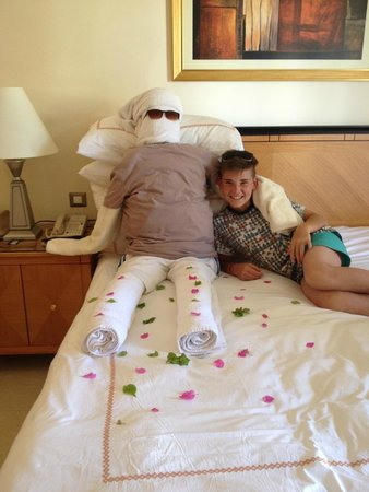 Le Royal Holiday Resort: one of the many towel art in our room