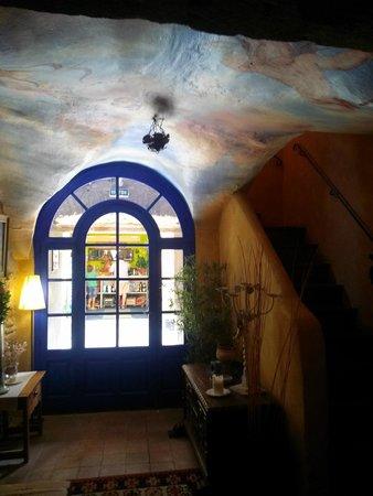 Hostal Blau : Entrada hotel (vista interior)
