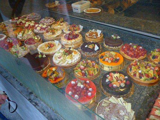 Novotel Ieper Centrum : Wonderful Cake shop just up the street