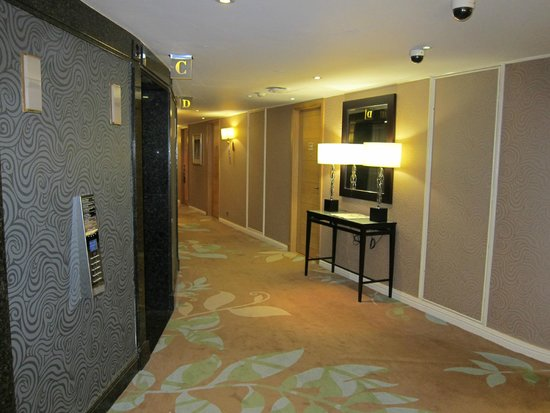 London Hilton on Park Lane: Hallway of 18th floor