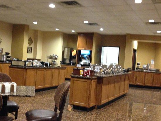 Drury Inn & Suites Phoenix Airport: Breakfast