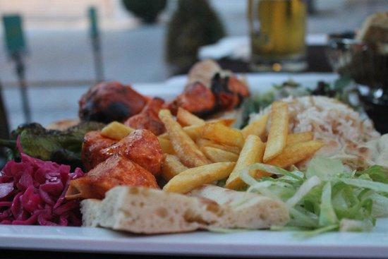 Hippodrome Restaurant : the chicken shish plate