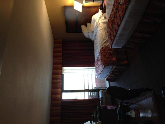 Drury Inn & Suites Phoenix Airport: Room