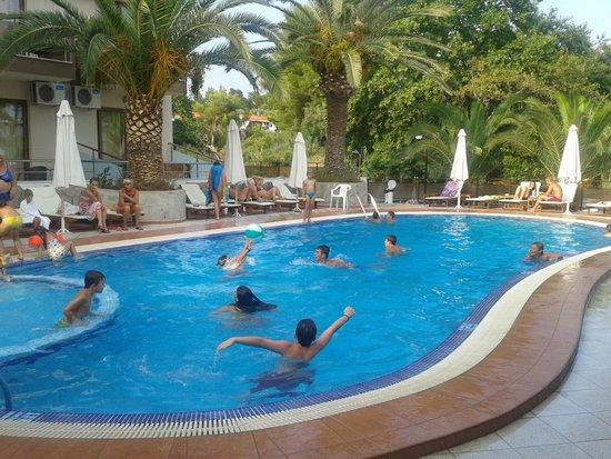 Hotel Simeon: Απόλαυση η πισίνα !