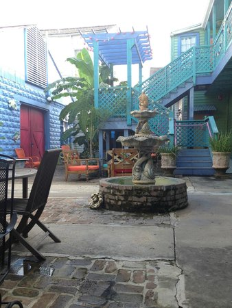 Creole Gardens Guesthouse Bed & Breakfast: Courtyard