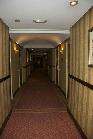 Eurostars Hotel de la Reconquista: pasillos