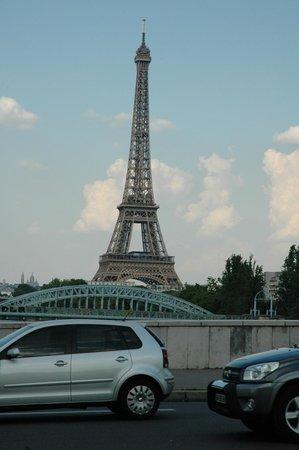 Hôtel Auteuil Tour Eiffel : That is the distance to Eiffel Tower