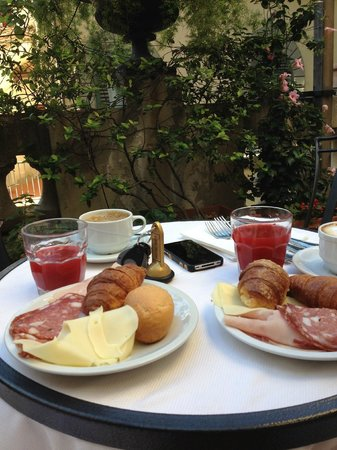 Paris Hotel : breakfast