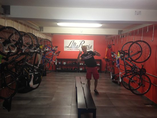 Hotel La Genzianella : bike room :-)