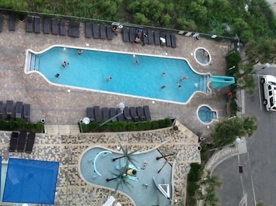 Oceans One Resort: pool area