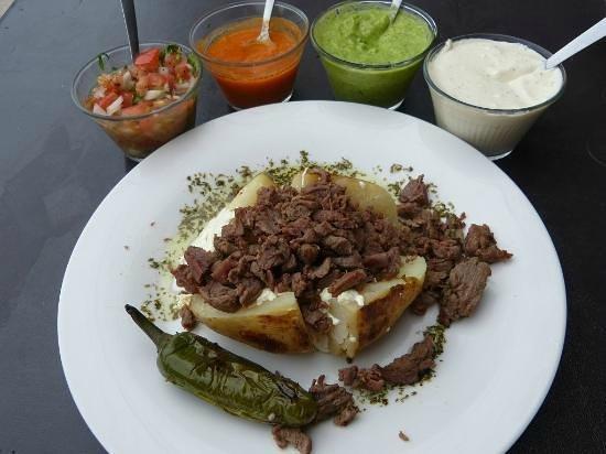El Asadero : Papa con arrachera y chiles toreados