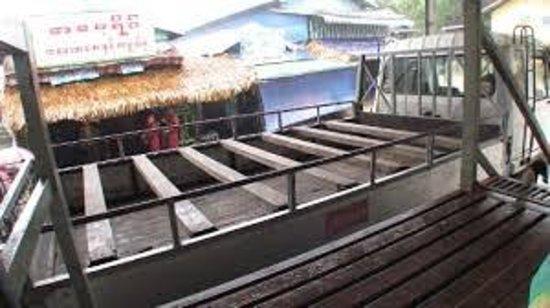 Kyaiktiyo Pagoda: The truck and the seats (Crazy enough)