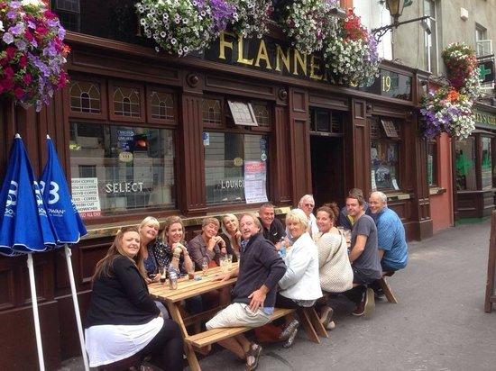P Flannerys Bar: enjoying the irish sun
