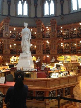 Colina del Parlamento: Biblioteca