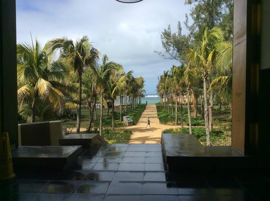 Outrigger Mauritius Beach Resort : The grounds were just beautiful