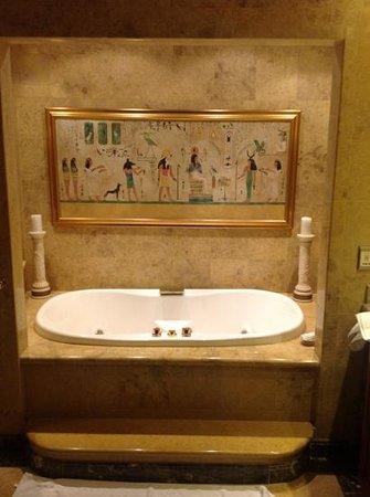 Peermont D'oreale Grande at Emperors Palace: Livia's Suite amazing bath tub