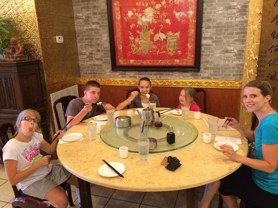 Emperor's Palace Chinese Restaurant: Great family lunch.