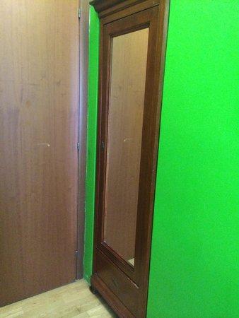 Hotel Augustus: Closet