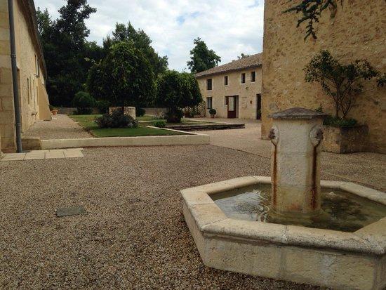 Chateau de Sanse: way to the reception