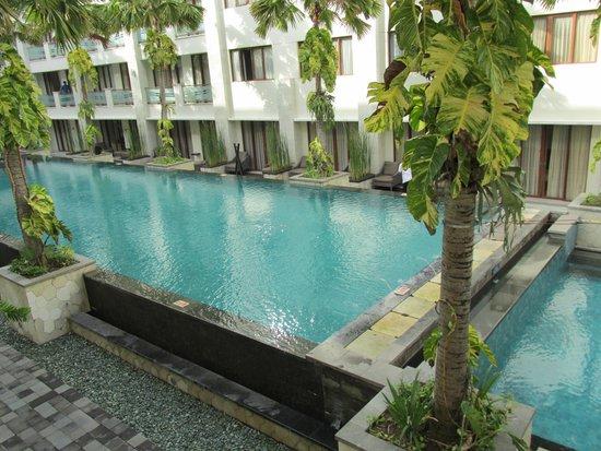 Aston Kuta Hotel & Residence: Piscina
