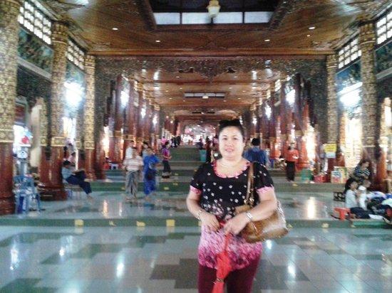 Pagode Shwedagon : Approaching Stair