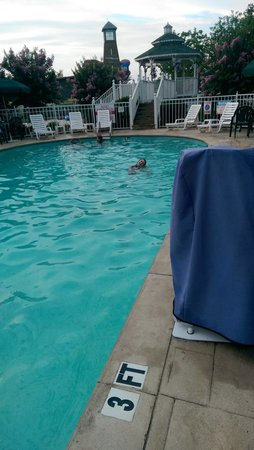 Clarion Inn Willow River: Outdoor Pool