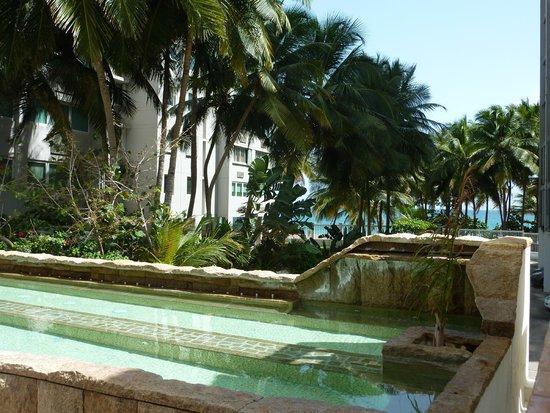 Acacia Boutique Hotel: La vue sur la plage depuis le SPA