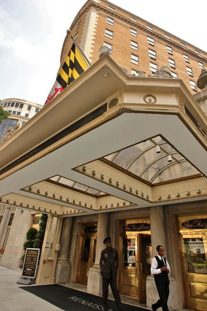 The Mayflower Hotel, Autograph Collection : Front entry on Connecticut Ave