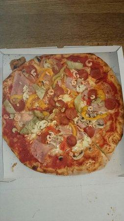 """Pizzeria La Fiorita: Pizza """"Fiorita"""""""