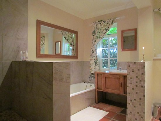 High Hopes of Greyton : Buttercup Suite Bathroom