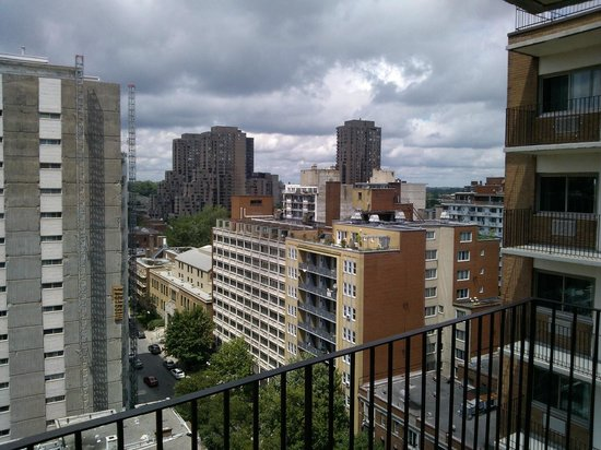L'Appartement Hotel: View from room - right