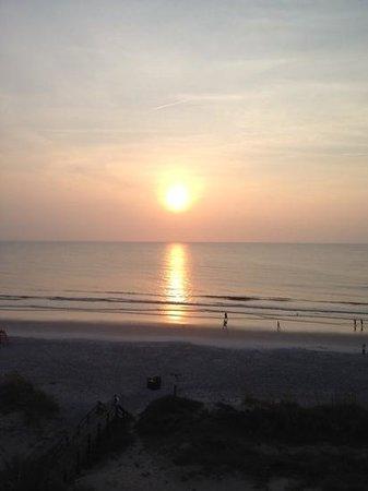 Courtyard by Marriott Jacksonville Beach Oceanfront: Balcony view sunrise.