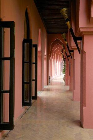 Villa Maroc: Main corridor.