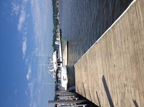 Red Dock Cafe: Always room for another boat.