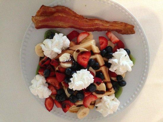 Terra Nova House B&B: Waffles