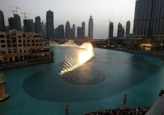La Fuente de Dubai: вечерняя красота