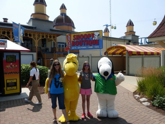Cedar Point : Little V and Me hanging out with Woodstock and Snoopy. :)