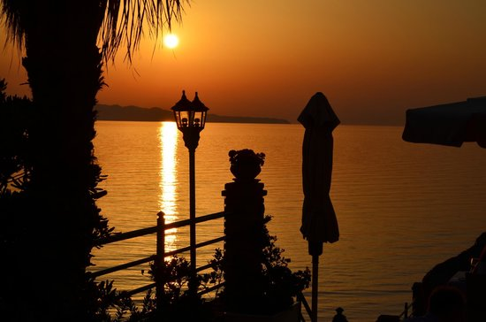 Delfino Blu Boutique Hotel: The sunset from the outdoor dining patio