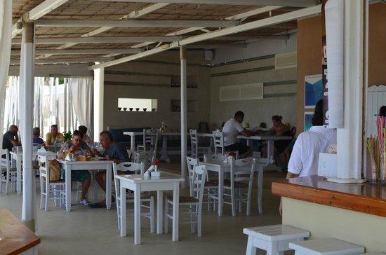 Delfino Blu Boutique Hotel: The beach bar restaurant